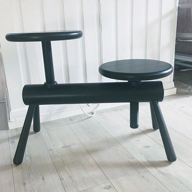 Hos oss 😀 #møbler #tekstil #lys #furniture #upholstery #carpet #light