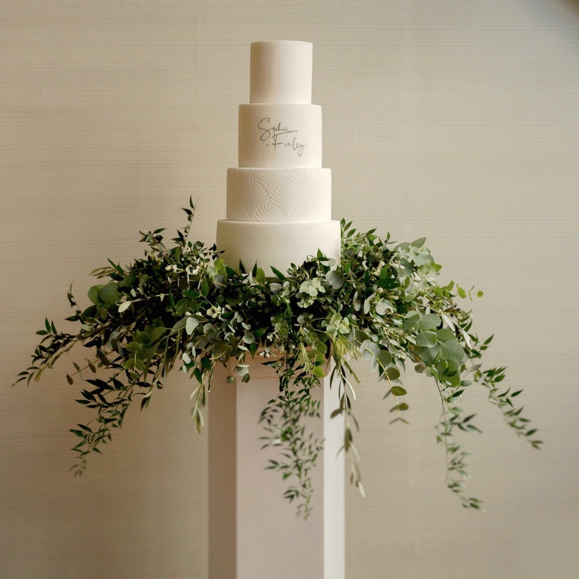 Plinth - Pentagonal plinth available to showcase your wedding cake. Why not get your florist to dress the borders.
