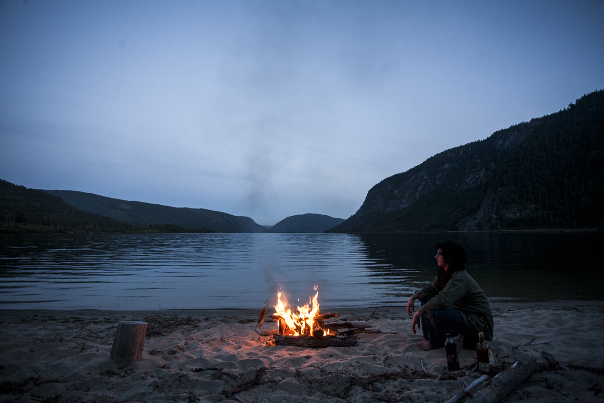 """Like two good old friends, we had our own Pirate rhum and decided to plant the tents on a beach next to a fjord. One of my friend  Eyvind Natvig  would say 4 years later """"leave no trace"""". The only trace we left (some breads crumbs at max) were probably eaten up by the ants that woke me up."""