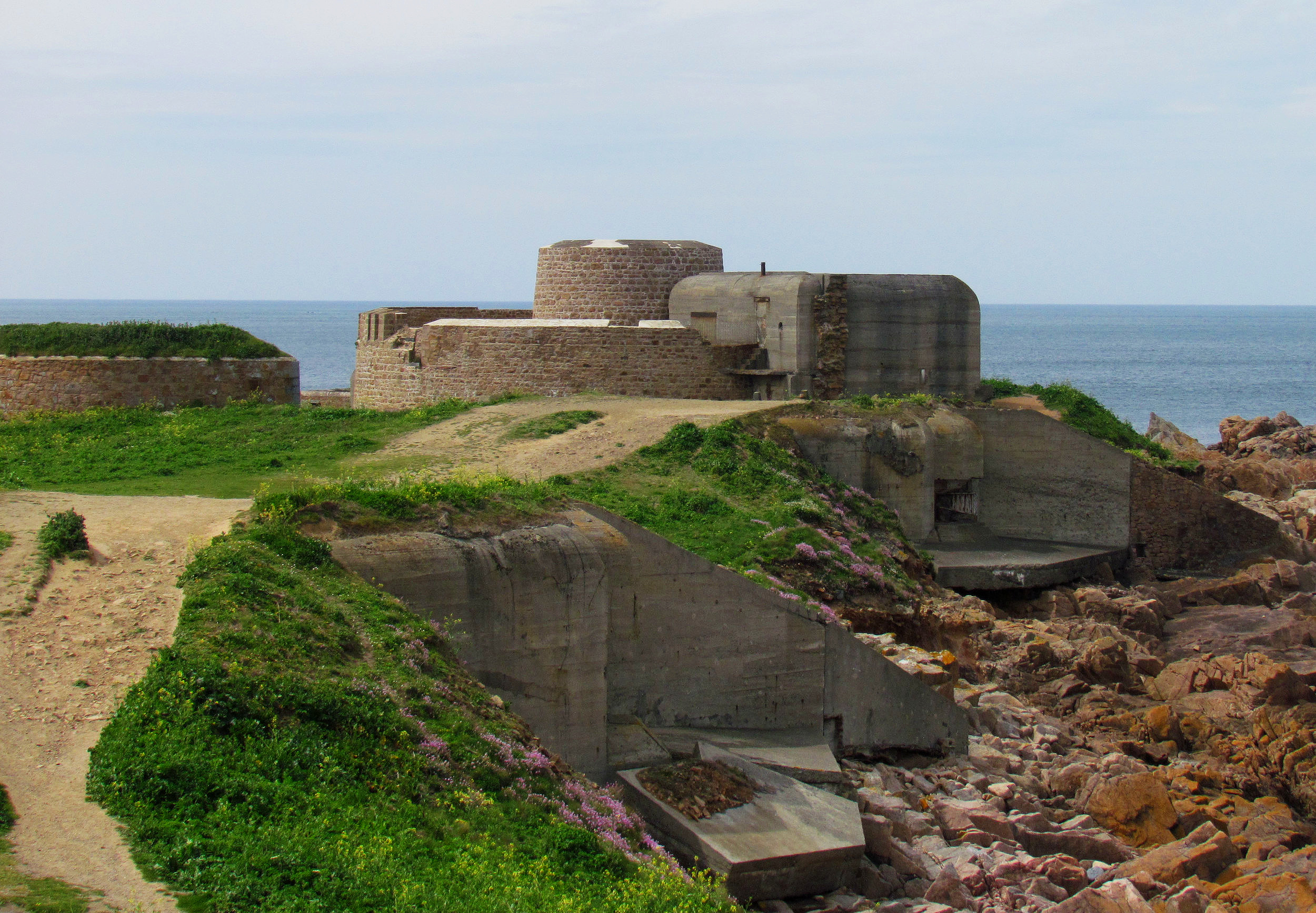 Guernsey, Channel Islands: Fort Hommet Gun Casemate Bunker