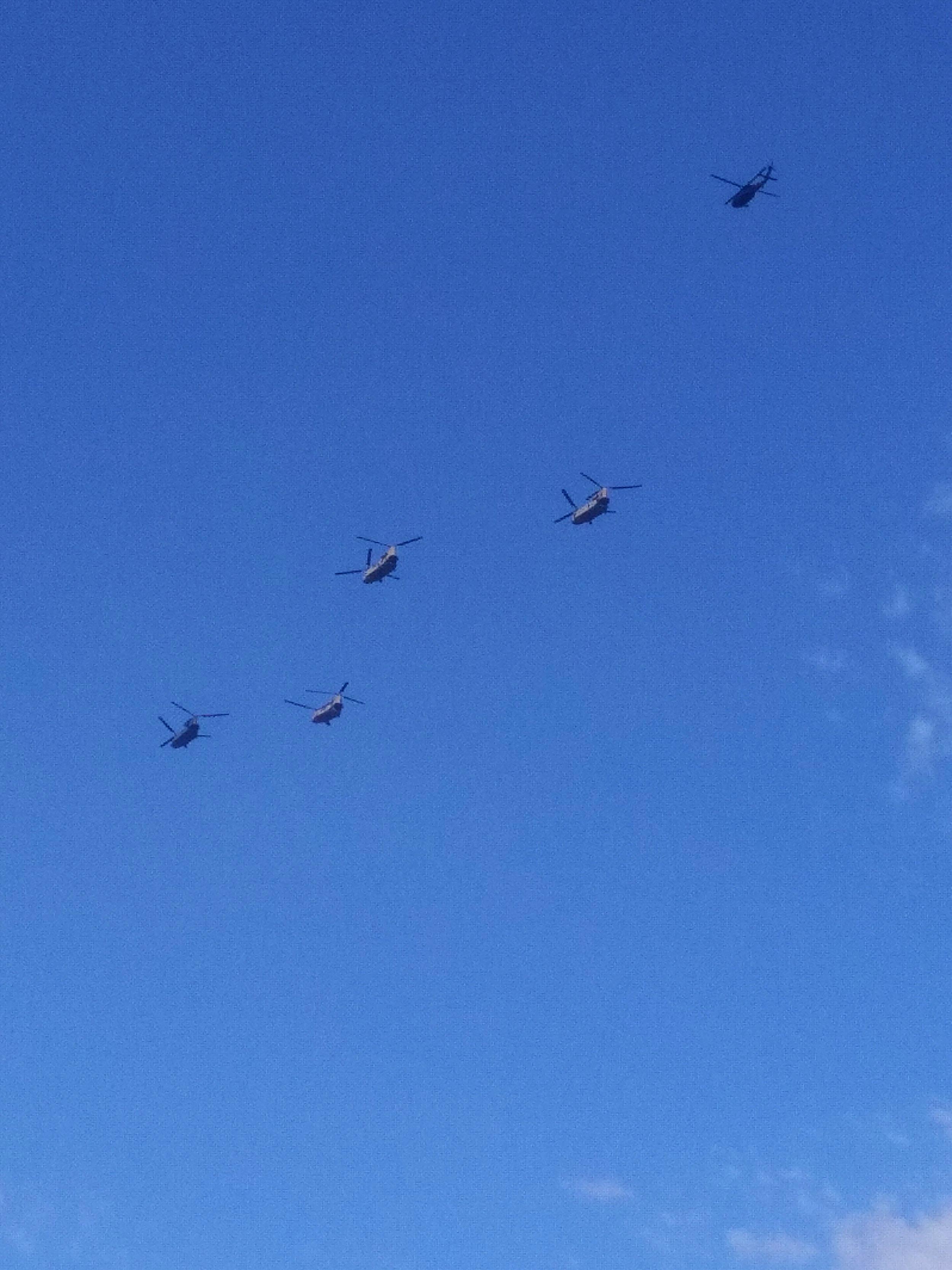 4 Chinook au-dessus de Paris