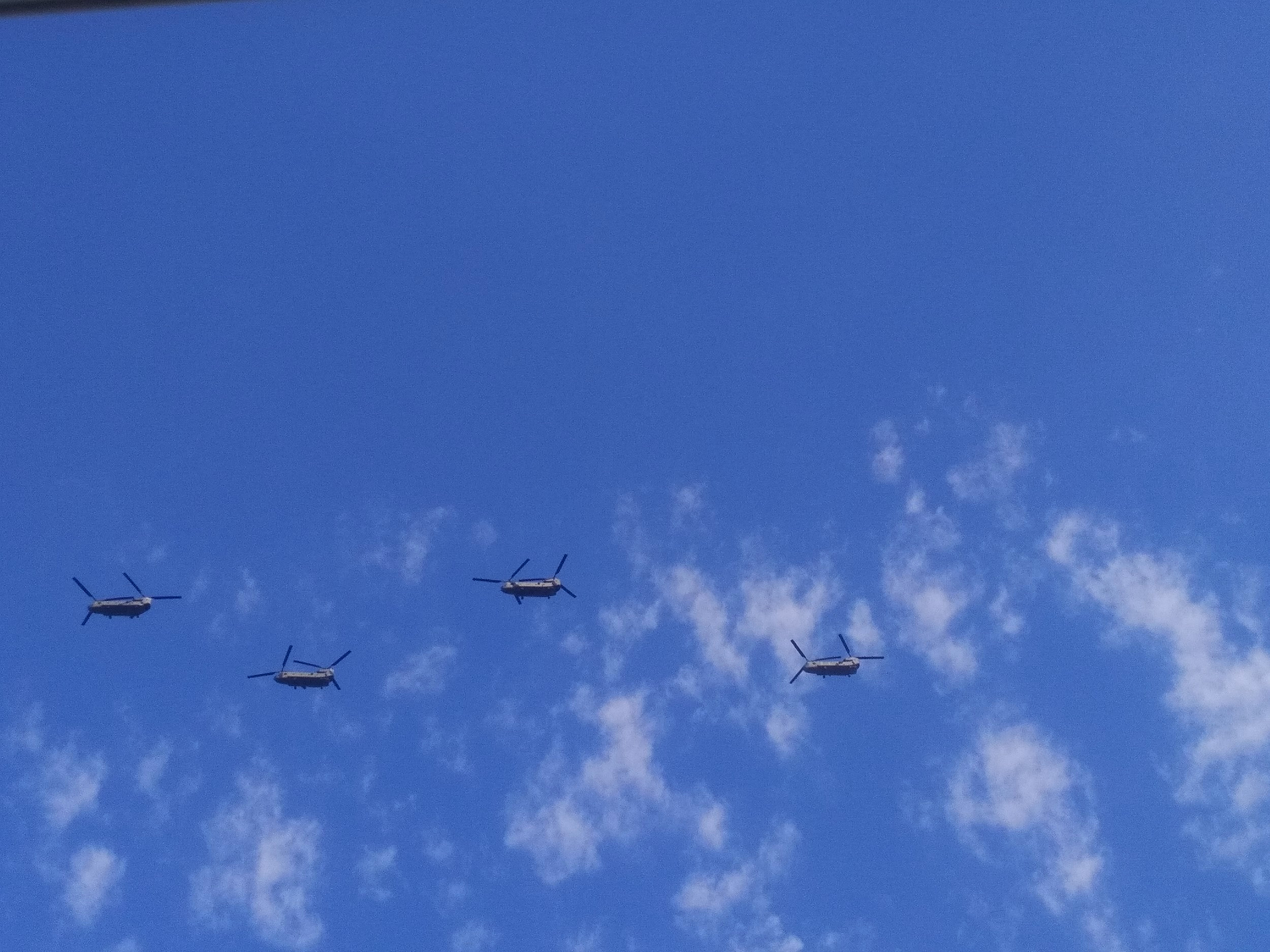 4+Chinook+in+the+sky
