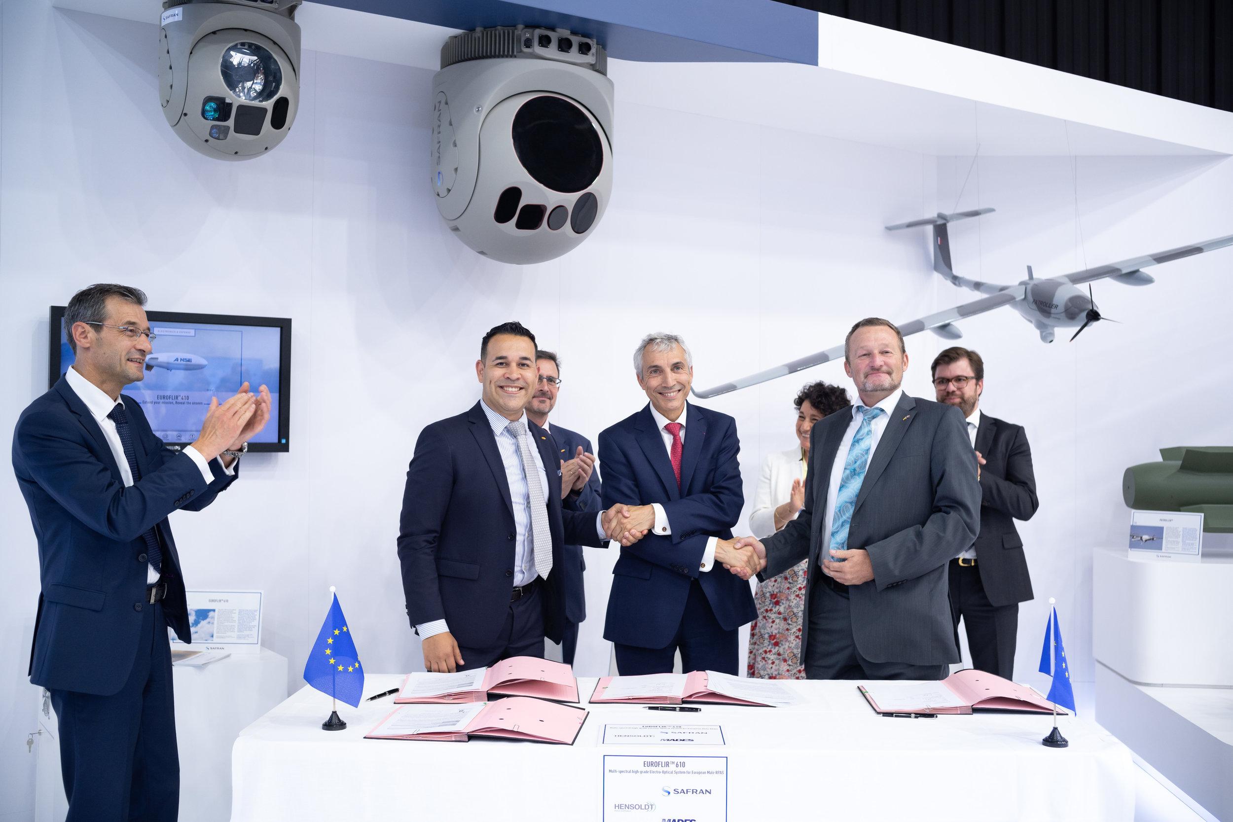 SAFRAN, HENSOLDT et MADES signent le partenariat sur le futur drone MALE Européen