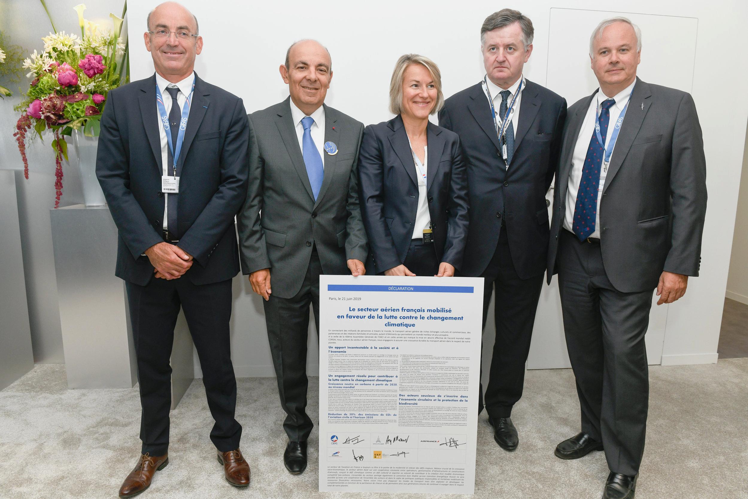 De gauche à droite : Thomas Juin, Président UAF & FA ; Eric Trappier, Président GIFAS ; Anne Rigail, Directrice générale Air France ; Augustin de Romanet, Président-Directeur général Groupe ADP, Alain Battisti Président FNAM