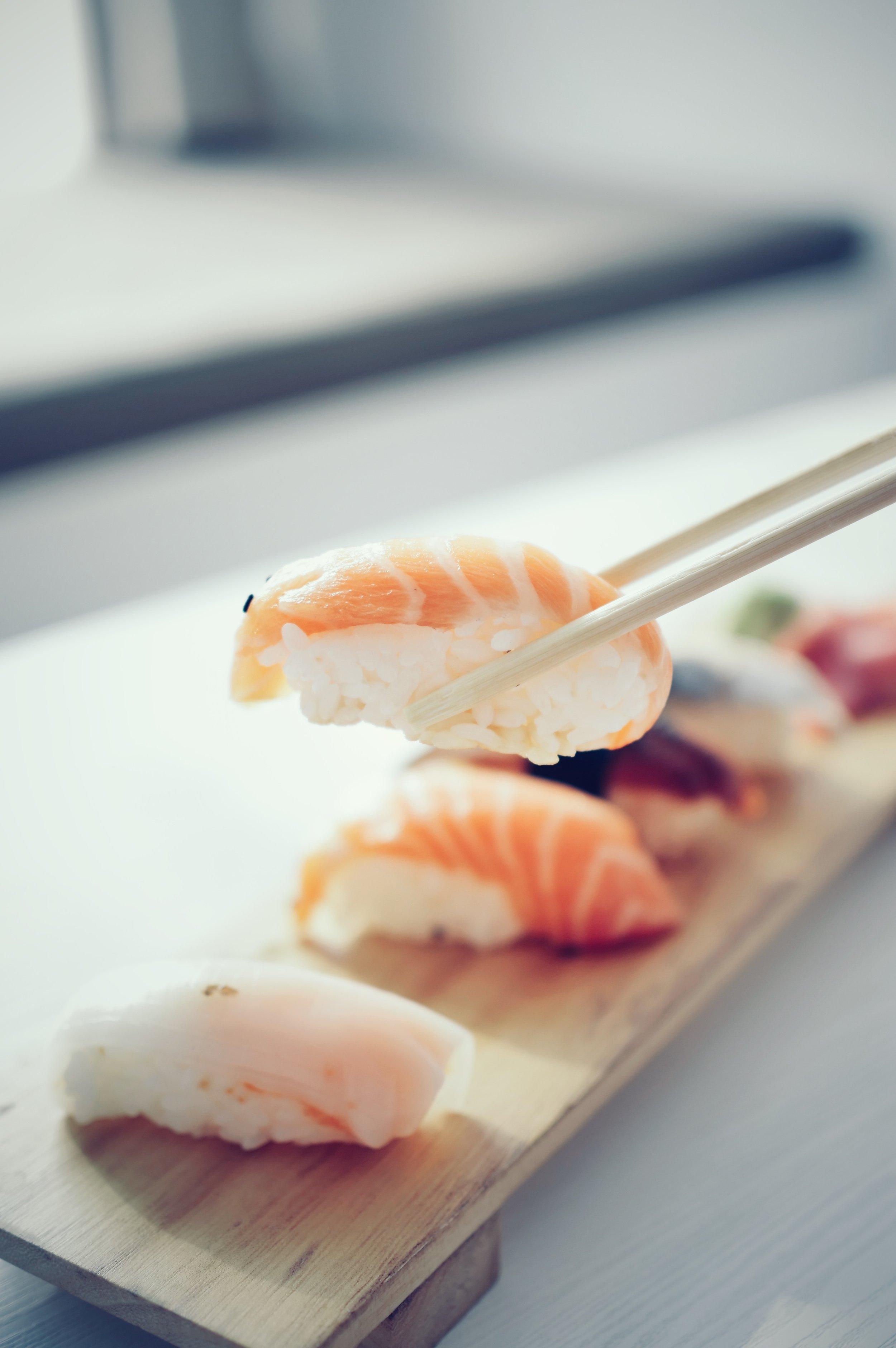 asian-food-chopsticks-delicious-1108104.jpg