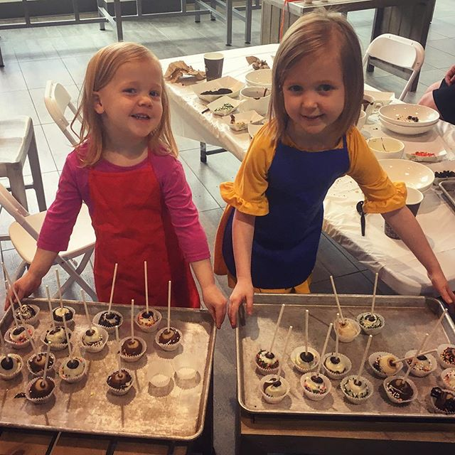 Just another reason to love #athensohio #lilchefs #ouculinarystudio #cakepops @chitotrinidad @oudining
