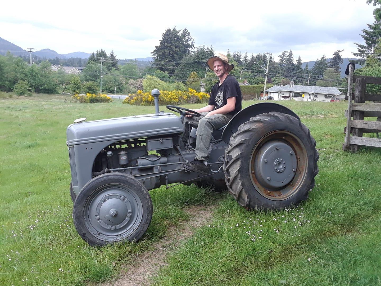 tractorbena.jpg