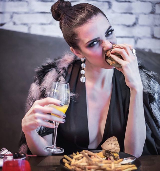 Spotted👀our Callie faux fur jacket in the TASTE series, Beauty + The Brunch🍾🍔 Photography + Art Direction: @gooseberrystudios Styling + Modelling: @gothamandgrace Makeup: @jessica_desj  Statement Jacket: @thepropshopandco