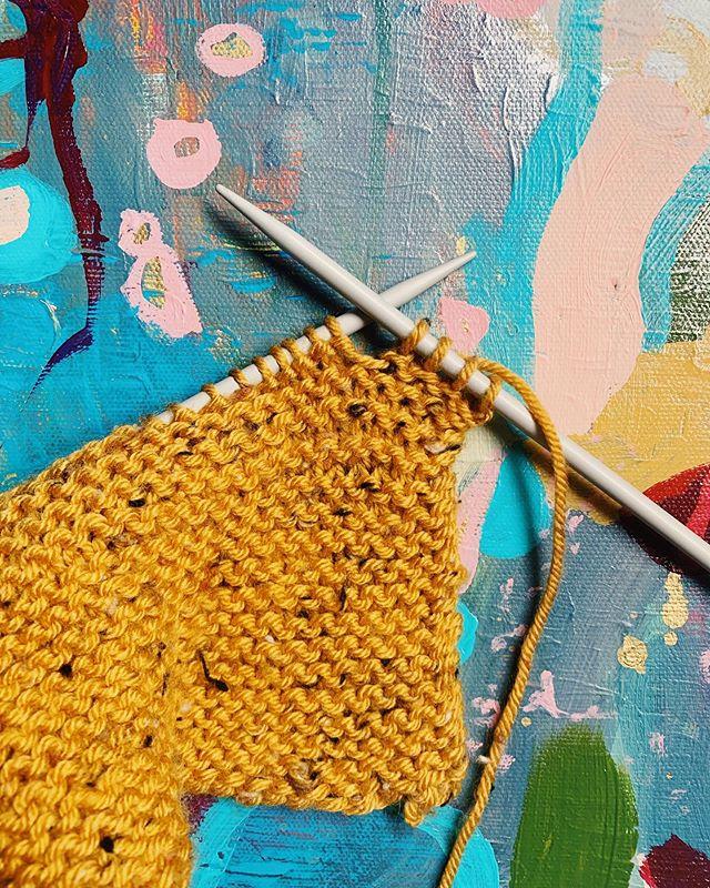 Knitting. It's good for the mind. ❤️ #knitting #knit #knitknitknit #surreyartist #wip #mentalhealth #mindfulness #happy #tweedyarn #abstractpainting #love #womenwhopaint #womenwhoknit #happysaturday