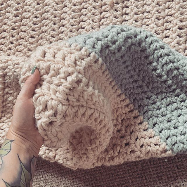 When I'm not painting I love to crochet and knit. This blanket I've been working on is nearly finished - I used @hobbycrafthq Hug It Out yarn. It's so scrummy and quite heavy!! For those that suffer with anxiety/depression or are just feeling a little under the weather having a heavy blanket works wonders for when you are feeling a little fragile.  Happy weekend! Xx  #crochet #hugitoutyarn #hugitout #blanket #creativityastherapy #lookafteryourmentalhealth #surreyartist  #lovetocrochet #happy