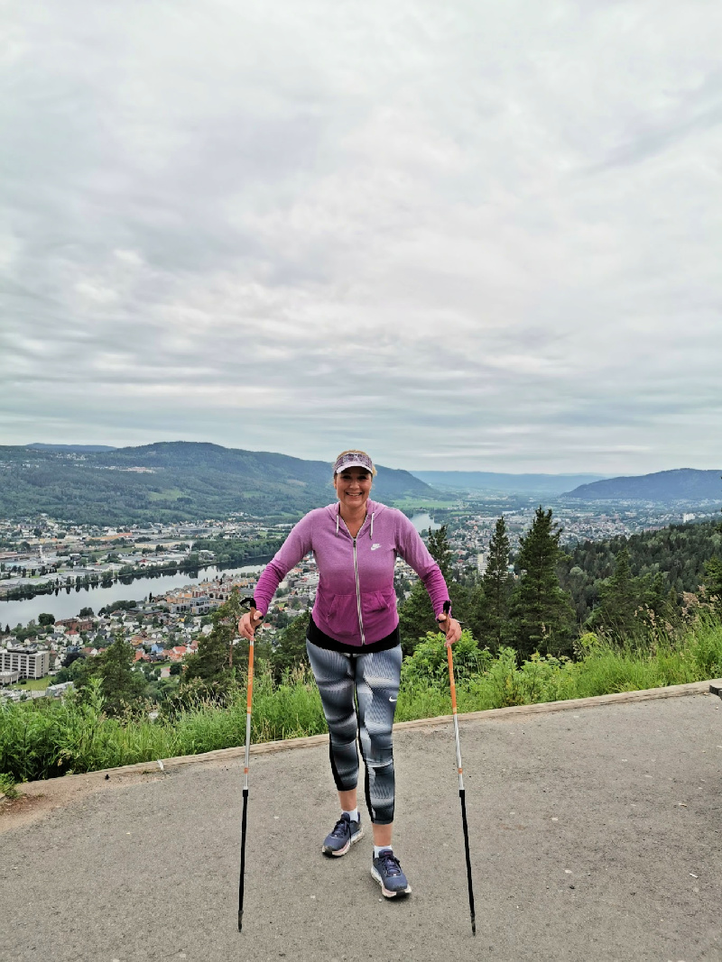 Vibeke på toppen av Drammen