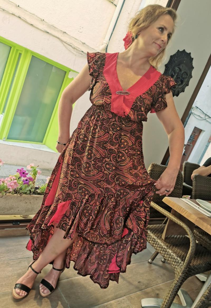 Jeg ELSKER denne kjolen, må finne ut hvor bride to be har kjøpt den! FOR et snitt!!