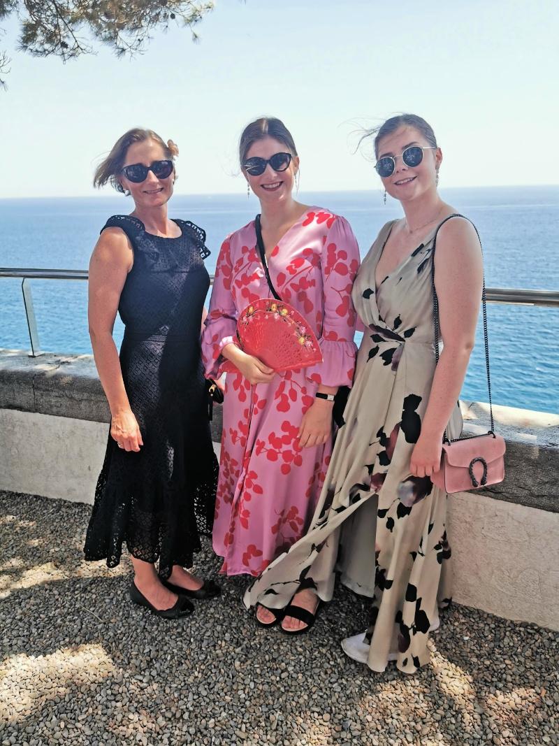 Brudens søster Annette og døtre Anne og Martine