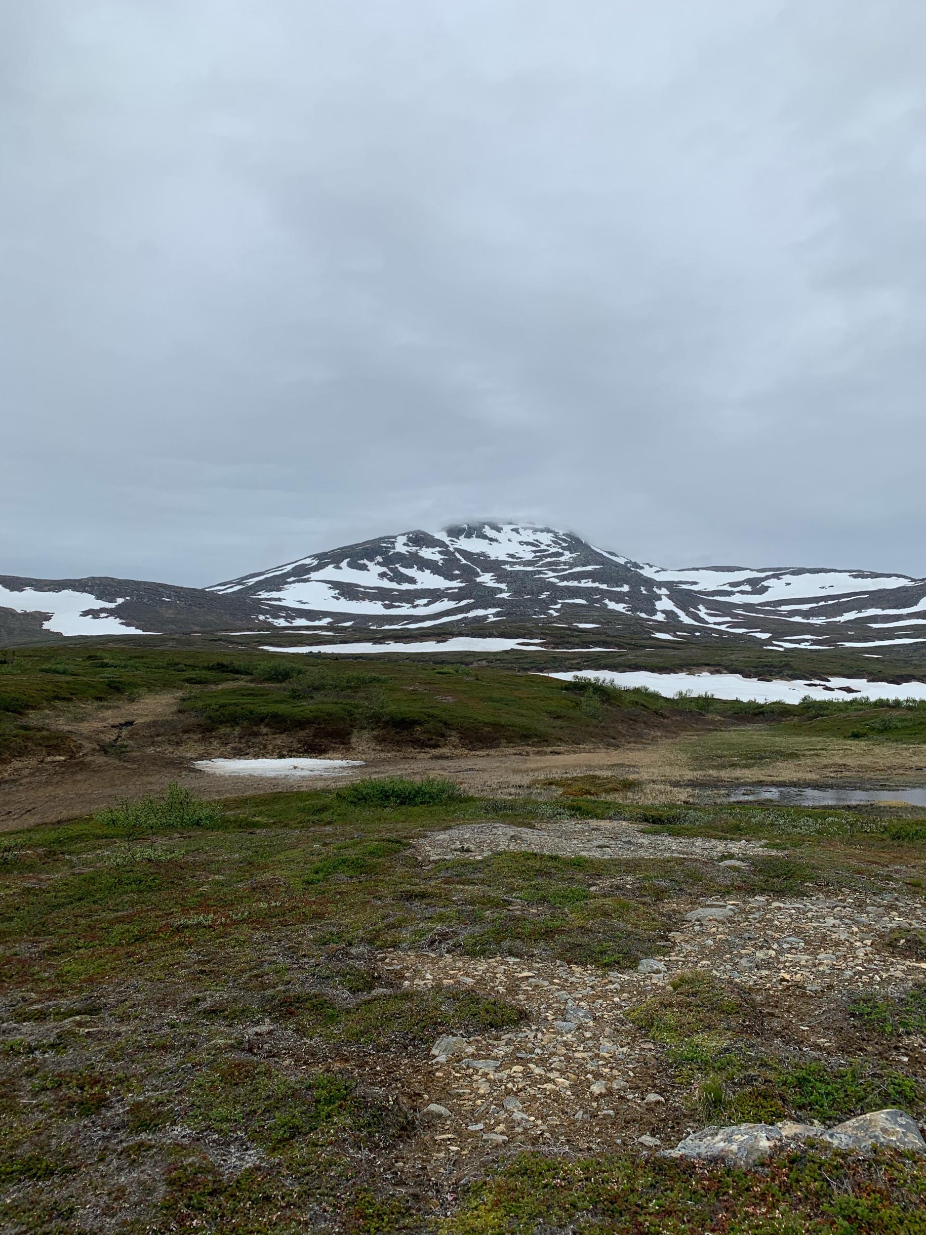 Högre upp låg fortfarande snön kvar.