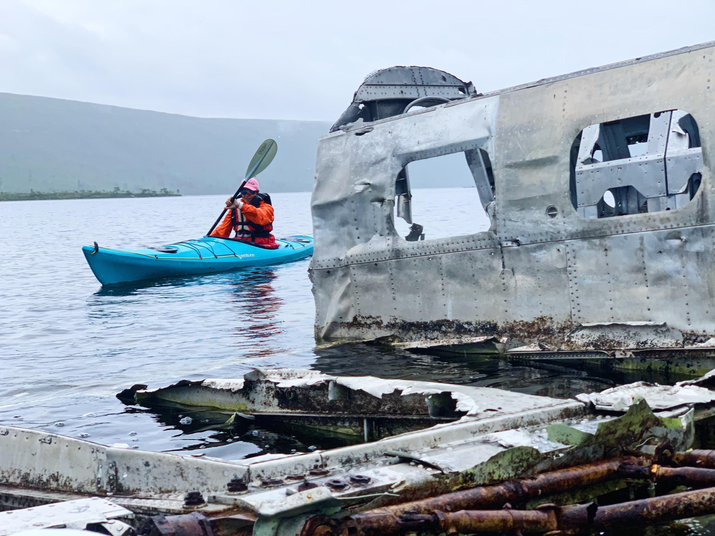 Vid det gamla flygplansvraket i Grövelsjön.