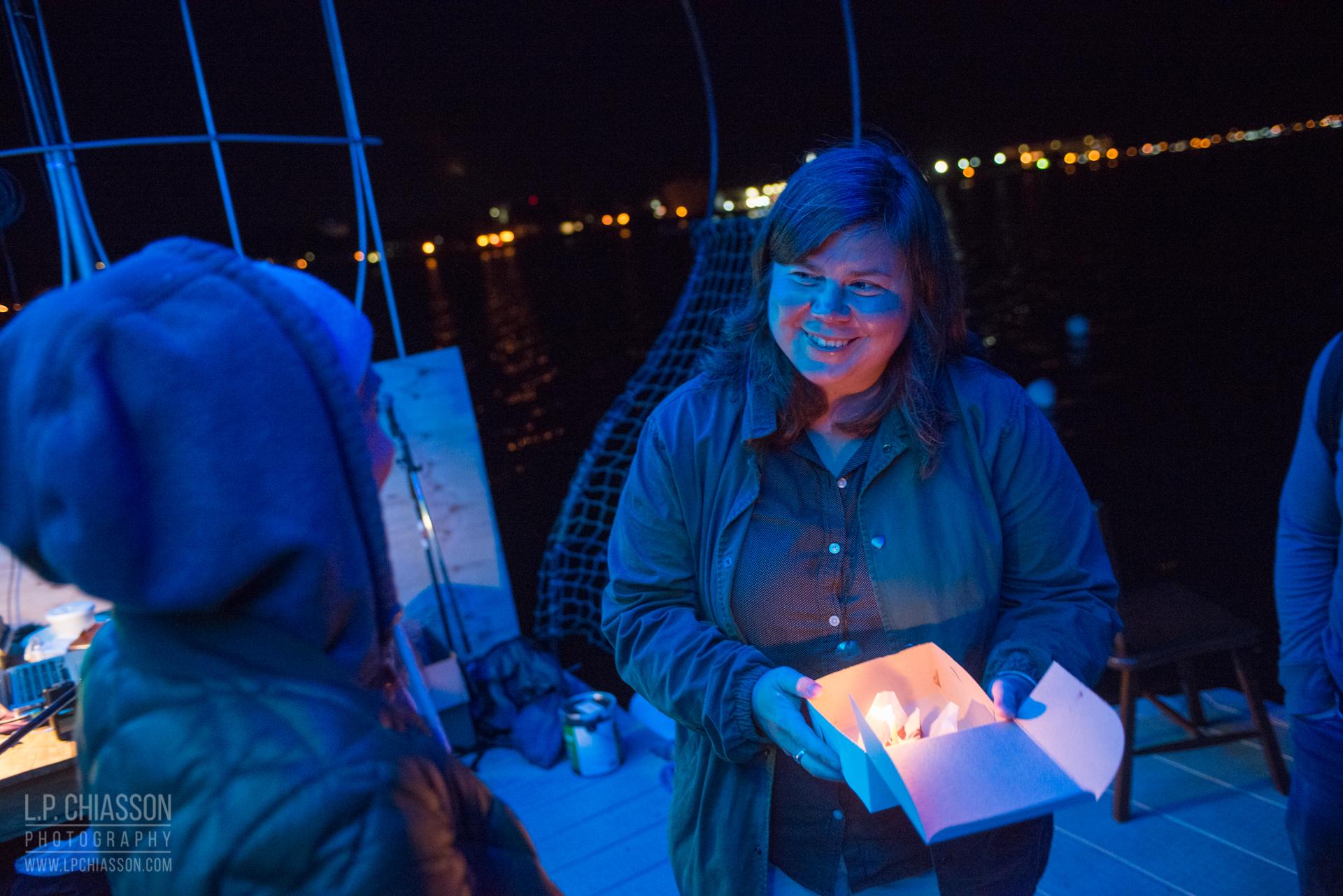 Lindsay Dobbin a animé un projet d'écoute profonde autour du Floating Warren Pavilion. Invitant les visiteurs à écouter l'eau à l'aide d'un microphone sous-marin, Dobbin a demandé : « Peut-on refléter l'eau vivante dans nos manières de bouger, d'apprendre et de créer ? ».  Écoutez ici . Photo: LP Chiasson & Festival Inspire.