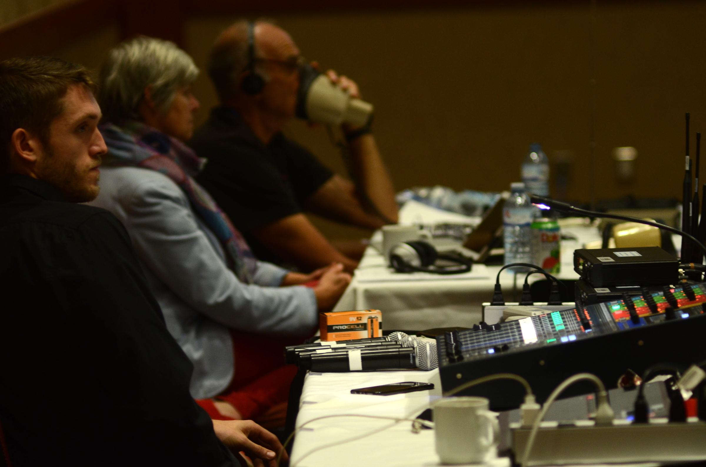 L'équipe d'interprétation bilingue de Bernard Labelle. Photo: Will Baker.
