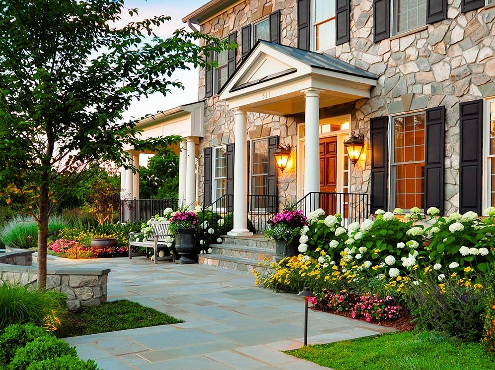 front-yard-flower-beds 2.jpg