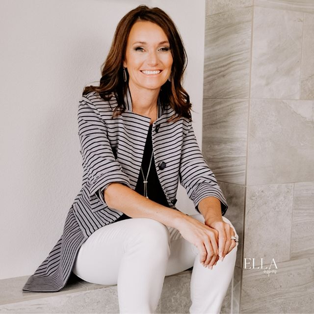 The July issue is all about the sacrifices we make. Featured in the magazine is Tammy (@tammyflynn1) who made a sacrifice that led to a fulfilling career helping others find their dream home. Read her inspiring story on the website, link in bio! . . . #ellainspires #thisisherstory #womeninbusiness #hustlewithheart #beyourownboss #bosslife #bossstyle #ladyboss #bossbabe #bossbabemindset #fempreneur #mckinneywomenentrepreneurs #dallaswomenentrepreneurs #lovemyjob #lovewhatido #girlbosslove #dallasbossbabe #goaldigger