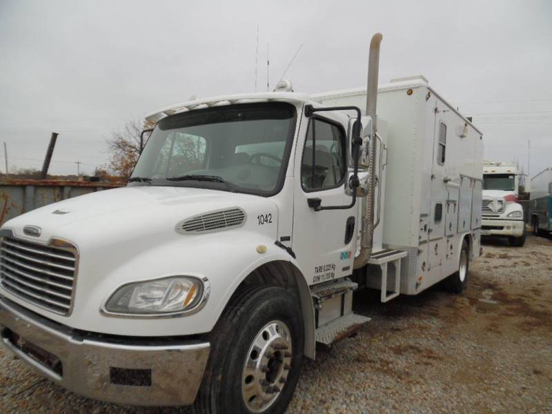 2006 Freightliner Business class M2 Wire Line Truck -