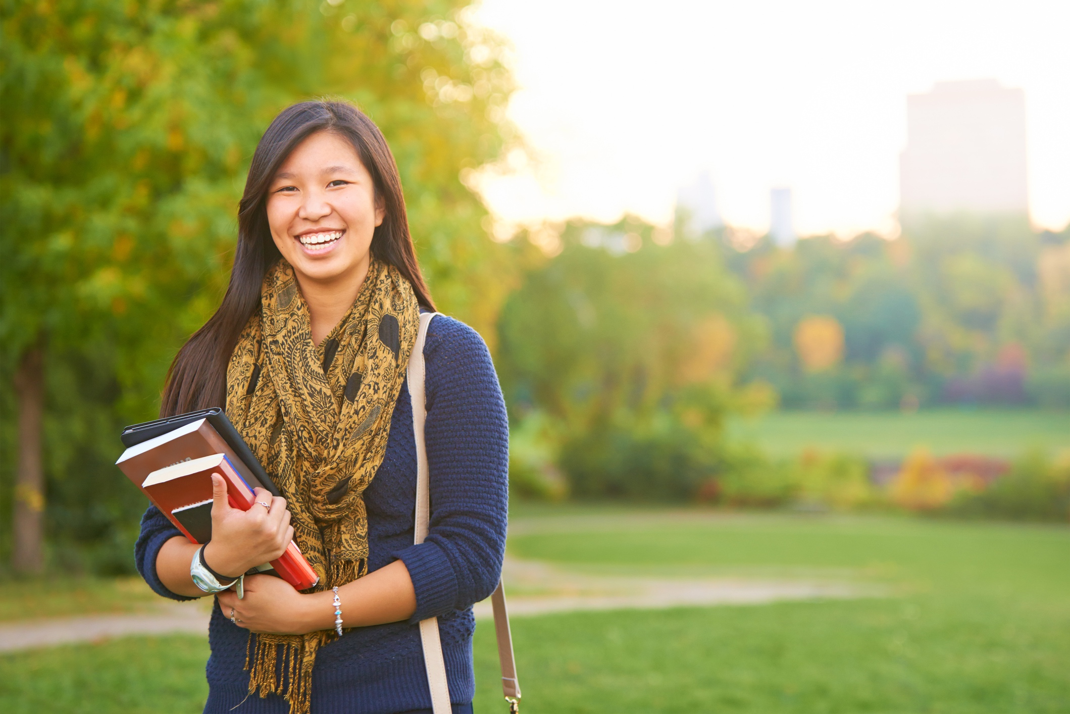 The Empowerly Advantage - Empowerly's techniques equips each applicant with both a comprehensive online portal and a dedicated team of counselors and researchers. With a database of resources at hand, Empowerly students are able to successfully navigate through their admissions journey.
