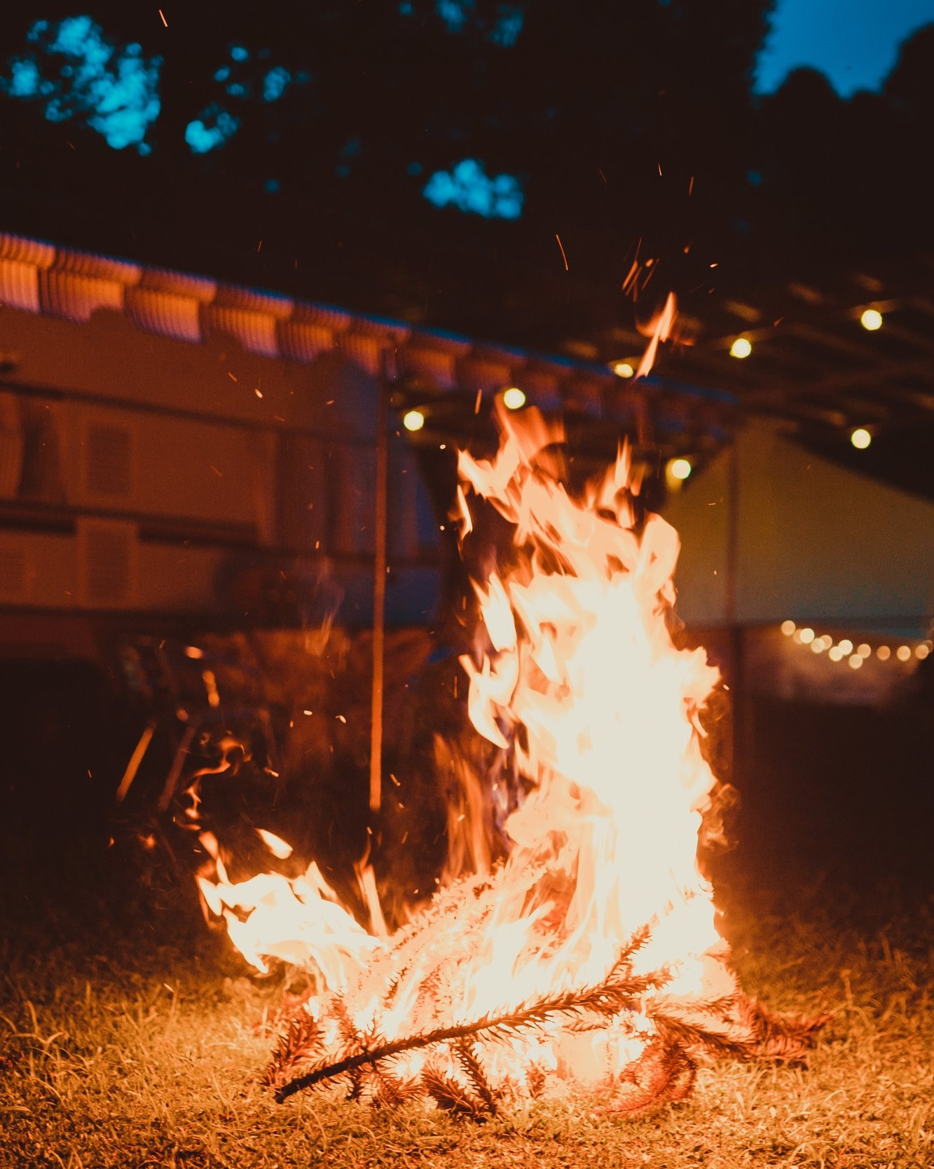 bonfire-evening-fire-1177511.jpg