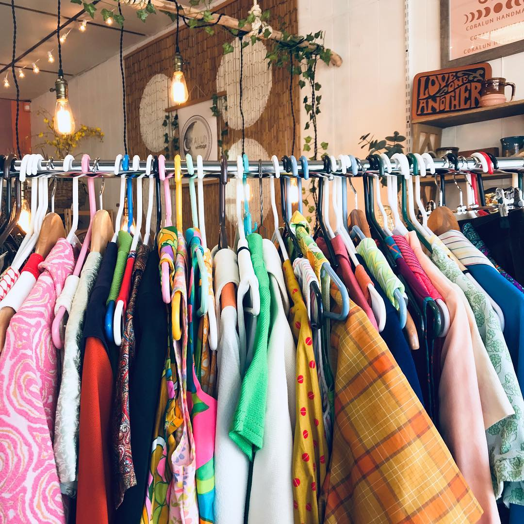 1. What to Wear - You'd be surprised by what you wear to a market can impact your experience. If you have a big purse, multiple layers or arent dressed in a way that makes you feel great there is less of a chance of you stopping to browse or try things on. Make sure you wear shoes that are comfortable because you're walking around for crying out loud. I like to wear a lightweight dress so if I want to try something on I can put it over and there won't be much bulk. Purse wise, I carry a lightweight cross-over-bag with only the essentials or a hip bag across my chest (aka fanny pack). You want your hands FREE!