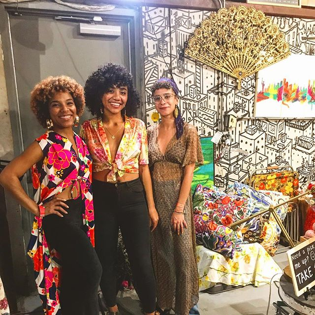 We has SO MUCH FUN welcoming you all to BOHO Disco tonight (this pic of @epoch__vintage proves it ✨)! Shop their collection + 30 additional Vintage Vendors all weekend long starting at 10am Saturday! 🛍💃🏼 - - #shopvintage #vintagefashion #vintagemarket #denversbest #bestofdenver #denvervintage #vintagedecor #shoplocal #denverthrift #denverthrifting #vintagefinds #denverevents #1000thingstodoindenver #retrofashion #vintagelook #retrofind #vintagepurse #vintagefind #rarefind