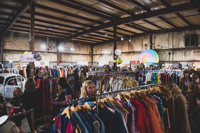 Racks on Racks on RACKS of Vintage & Thrift goodies. Shop 30 vendors til 6 today, 10-5 on Sunday! 📸: @kristinebobean