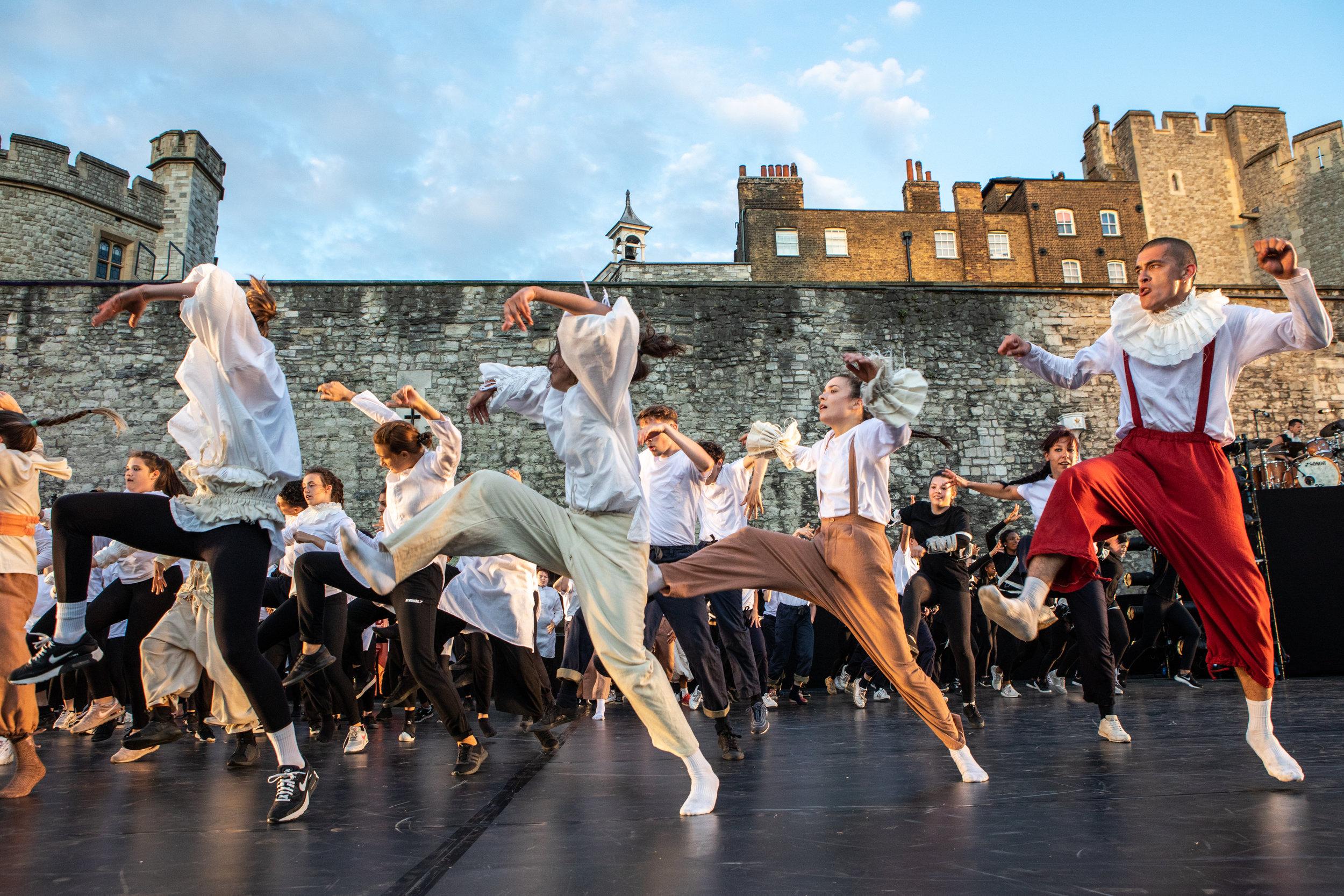 East Wall – by Victor Frankowski - Choreographer Hofesh Shechter Finale 13.jpg