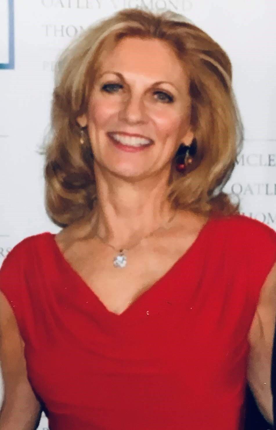 Susan Gillis Headshot.jpg
