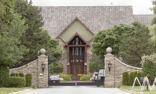 R. Kelly Olympia Fields Mansion.jpg