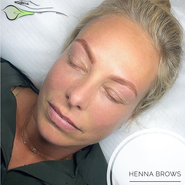 💫Henna Brows💫 is the best option for vacation time.  It stays up to 4 weeks, so you can relax and enjoy your time 🏖🏝 • Henna is perfect for those who have slightly sparse eyebrows as it stains the skin to create a powder filled in look. It also lasts a lot longer than your average eyebrow tint. Henna brow tint can last up to 4 weeks on the hair and takes about 20 to 30 minutes to develop in the salon. ▫️▫️▫️▫️▫️▫️▫️▫️▫️▫️▫️▫️▫️▫️▫️▫️▫️ ✨Training is available ✨ • For appointments: • 🌱(818)308-6021 🌱askcares.com/appointments • #hennabrows #henna #powdereffect #besteyebrowsla #browsonpoint #browsforvacation #askcares