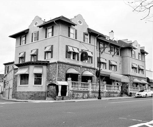 BVille Inn.jpg