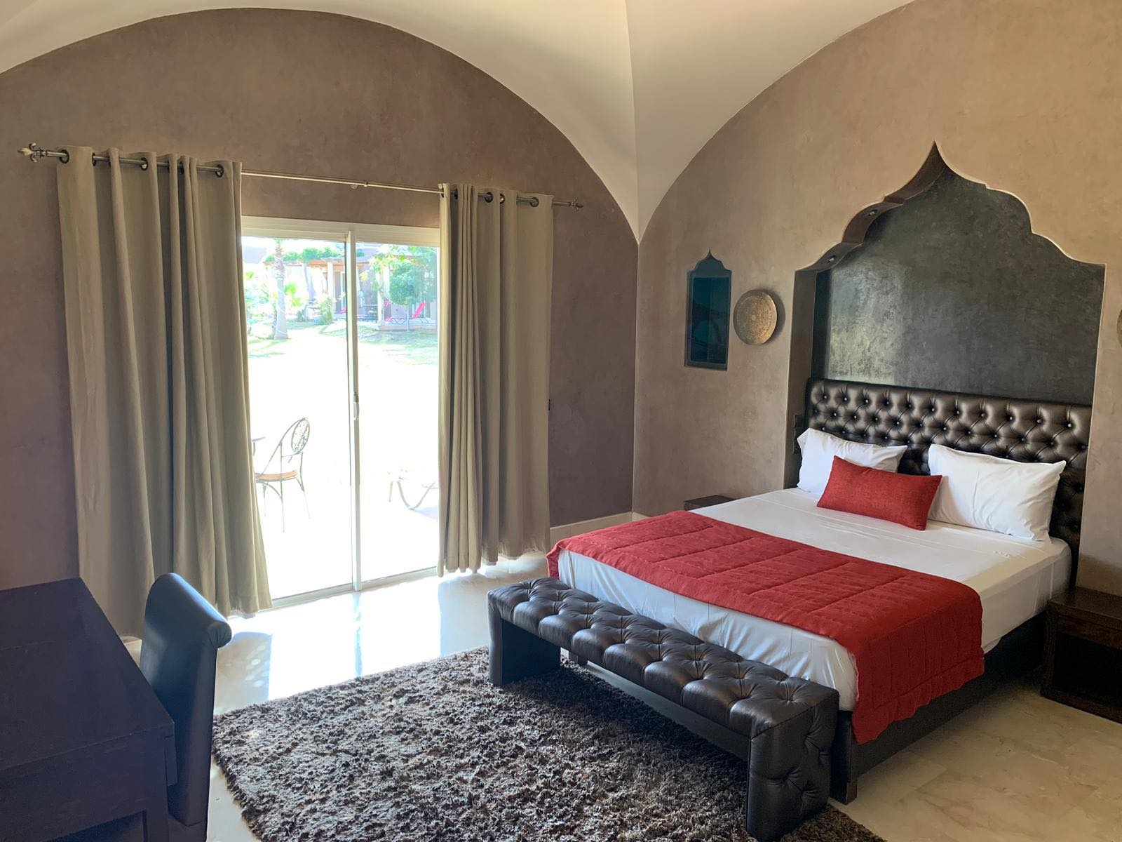 OUR PRIVATE VILLA DOUBLE ROOMS - 6 AVAILABLE - PERFECT FOR A COUPLE OR 2 FRIENDS HAPPY TO SHARE A DOUBLE BED - 6 ROOMS AVAILABLE - £2500 BETWEEN 2 PEOPLE