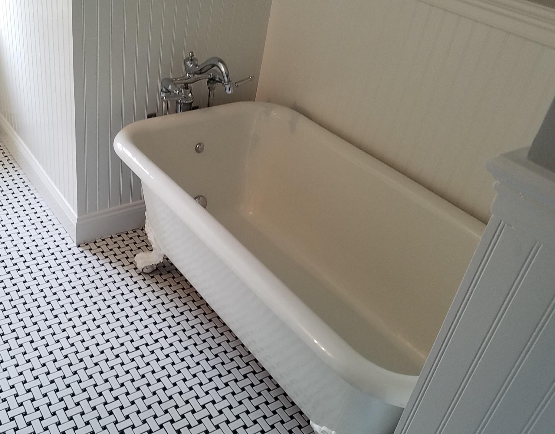 clawfoot tub.jpg