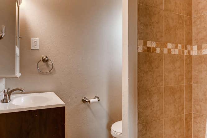 433 S Uvalda Circle Aurora CO-small-016-21-Master Bathroom-666x444-72dpi.jpg