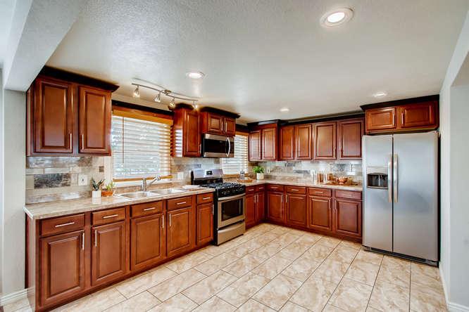 300 Stuart Steet Denver CO-small-006-006-Kitchen-666x444-72dpi.jpg