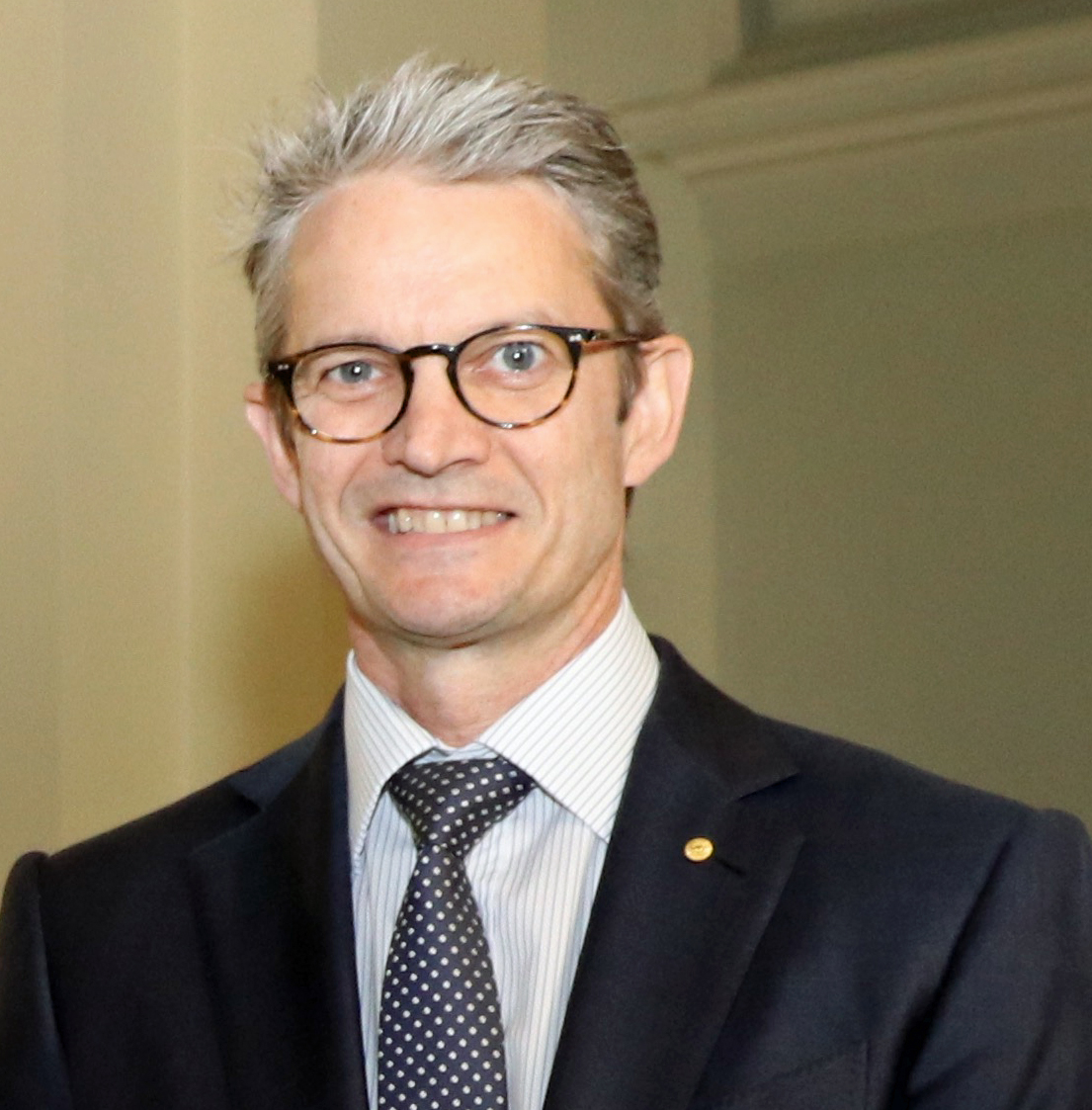 Prof Brendan Crabb