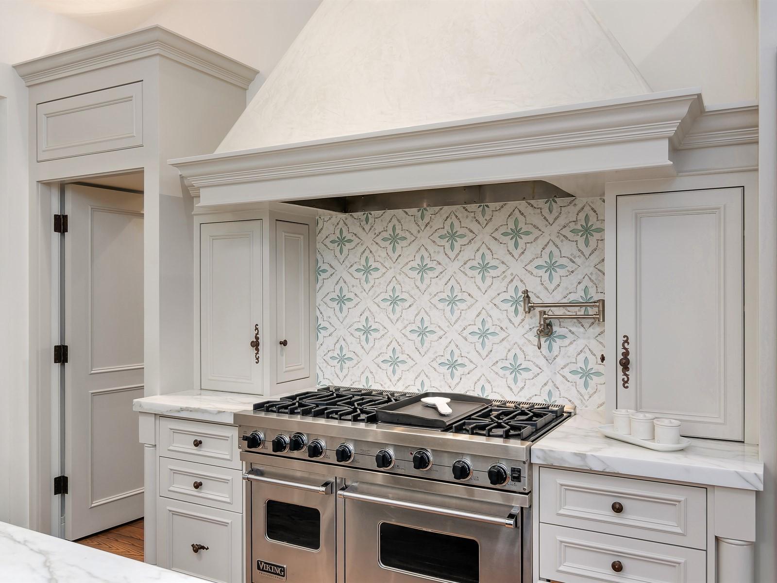 017_Kitchen.jpg