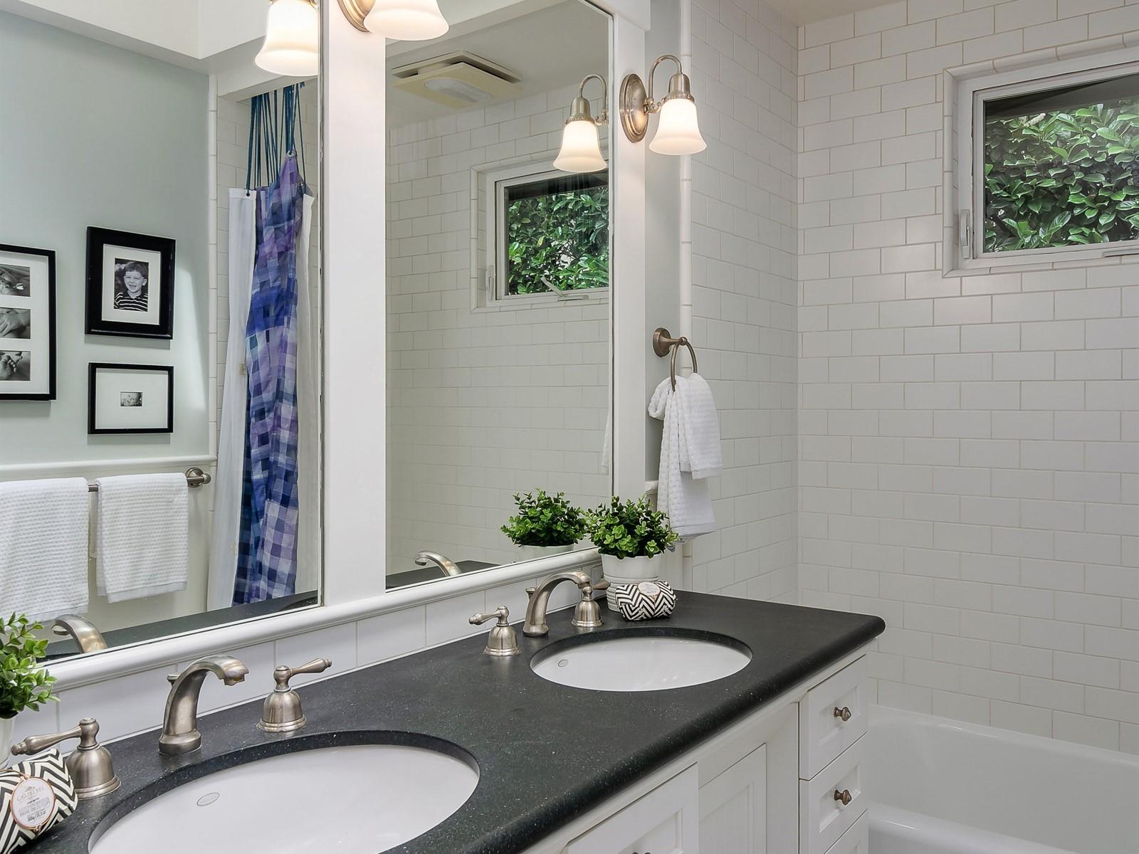 031_Bathroom.jpg