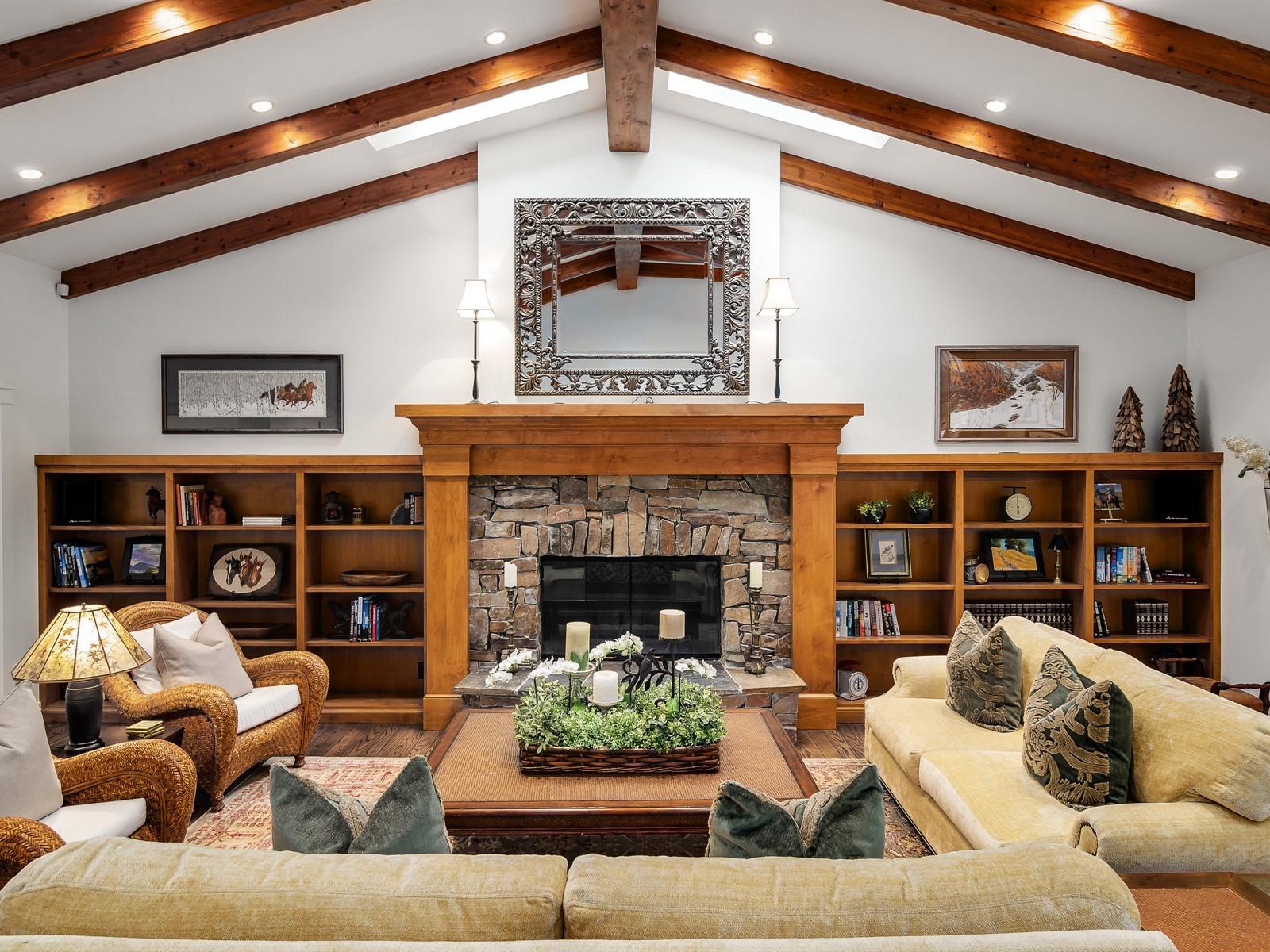 010_Living Room.jpg