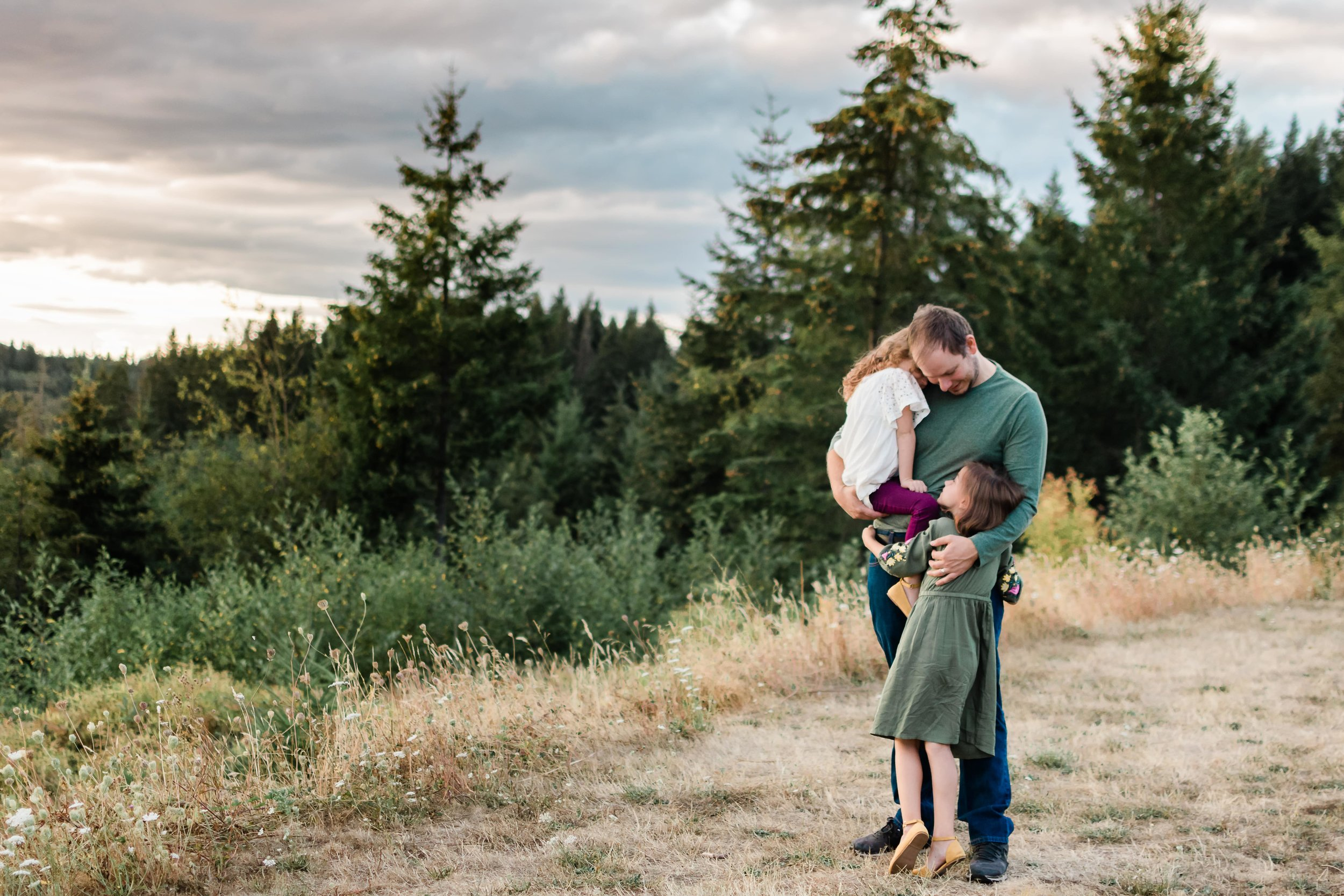Outdoor Family Photography in Portland, Oregon by Elizabeth Hite