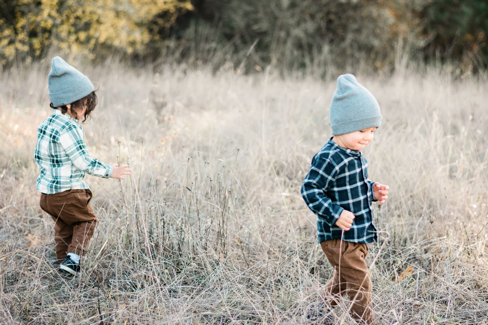 family photos with twins, summer family photos, family photography, photos with toddlers, two year old boy photoshoot, lifestyle family, photography | Portland, OR Photographer - Elizabeth Hite Photography