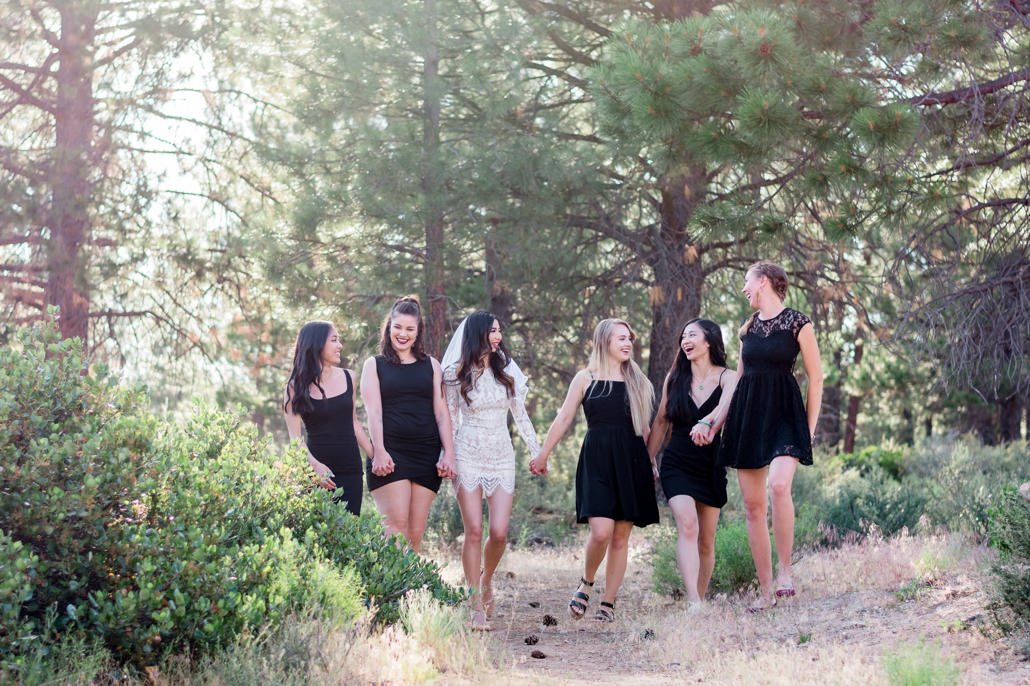 Bachelorette party planning ideas for the best Bend, Oregon bachelorette party! In this blog I share bachelorette party outfit ideas for the bride and bridesmaid and inspiration for party decorations and brunch! Perfect tips for planning a central Oregon bachelorette party! -Elizabeth Hite Photography | Portland Oregon Photographer