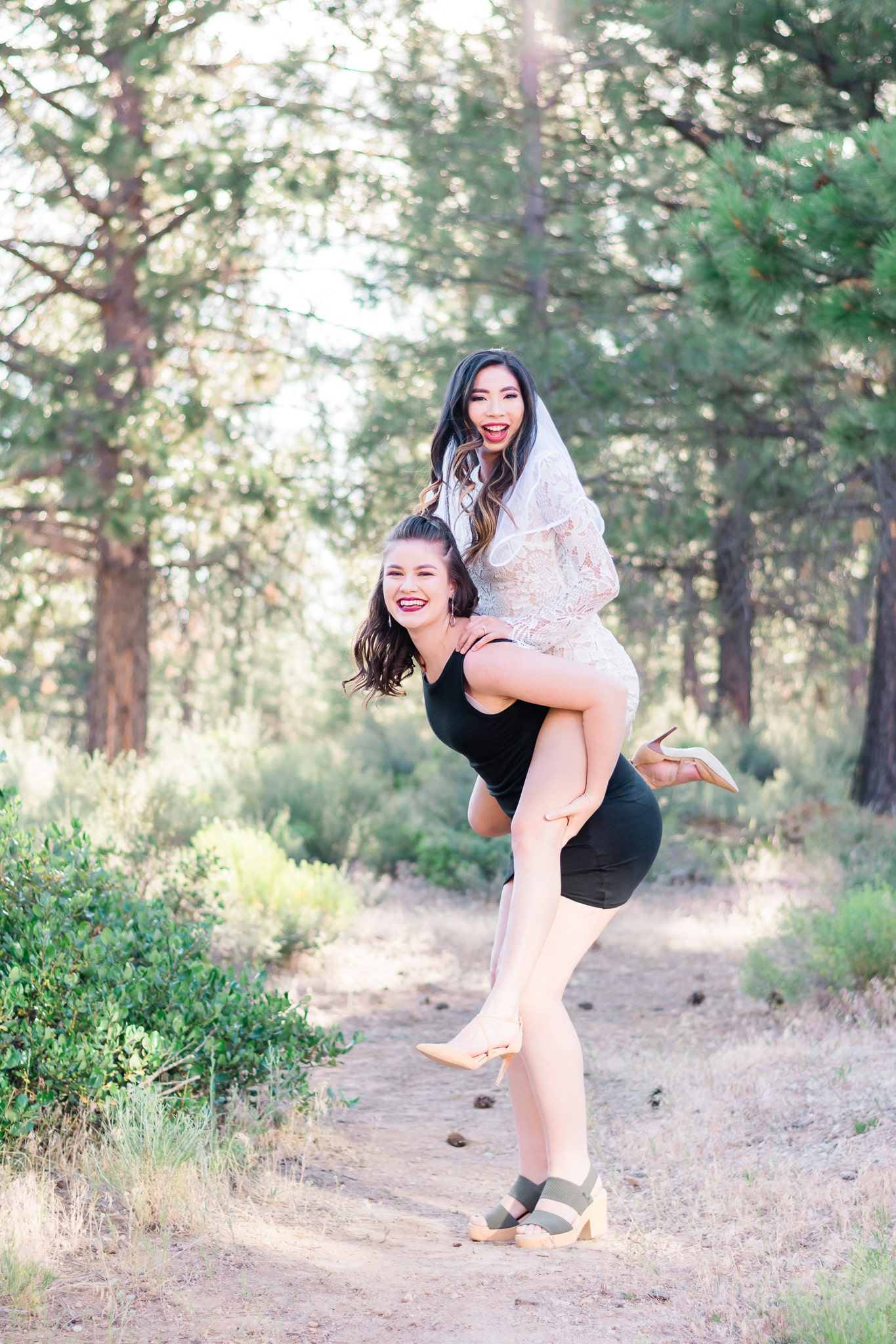 We stayed at the Seventh Mountain Resort in Bend, Oregon and had a pool party followed by a night out at one of Bend's best restaurants! Perfect tips for planning a central Oregon bachelorette party! -Elizabeth Hite Photography Portland Oregon Photographer