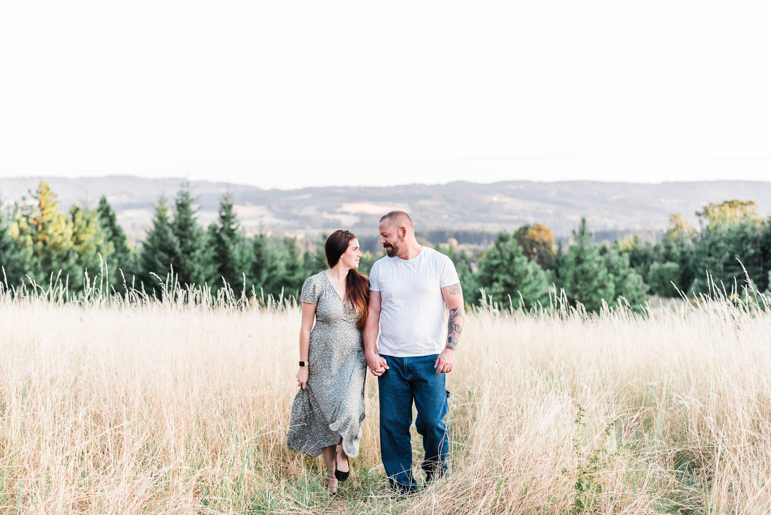 Summer golden hour engagement photos in Portland, Oregon. | Pacific Northwest family | Adventurous Oregon Bride | Portland, OR Photographer - Elizabeth Hite Photography