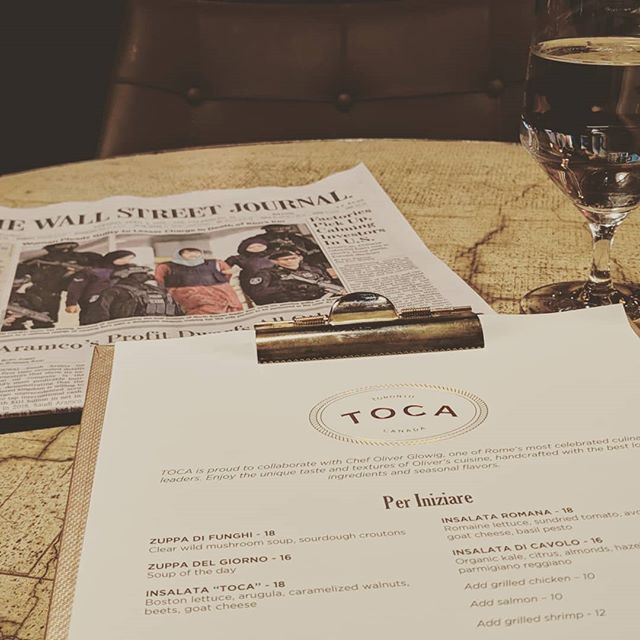 This #humpday I'm getting through the week with a little breakfast date @ritzcarltontoronto 🍽️ with the #wallstreetjournal to keep me company until my real company arrives 📰  What are you doing to get you through the hump and close out the week?  #LifeHacker #torontofoodie #dateToronto