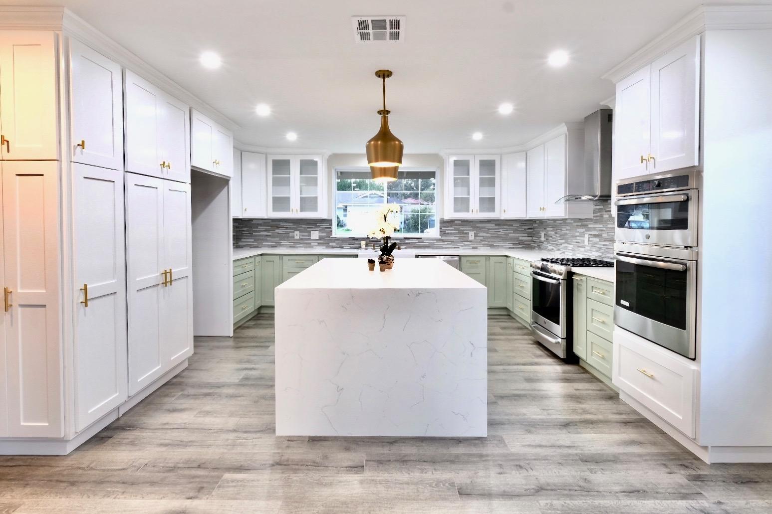 $1.030M - NEW LISTING7922 Bobbyboyar Ave, West Hills, CAElegant. Tasteful. Expansive open floor plan w/pool.