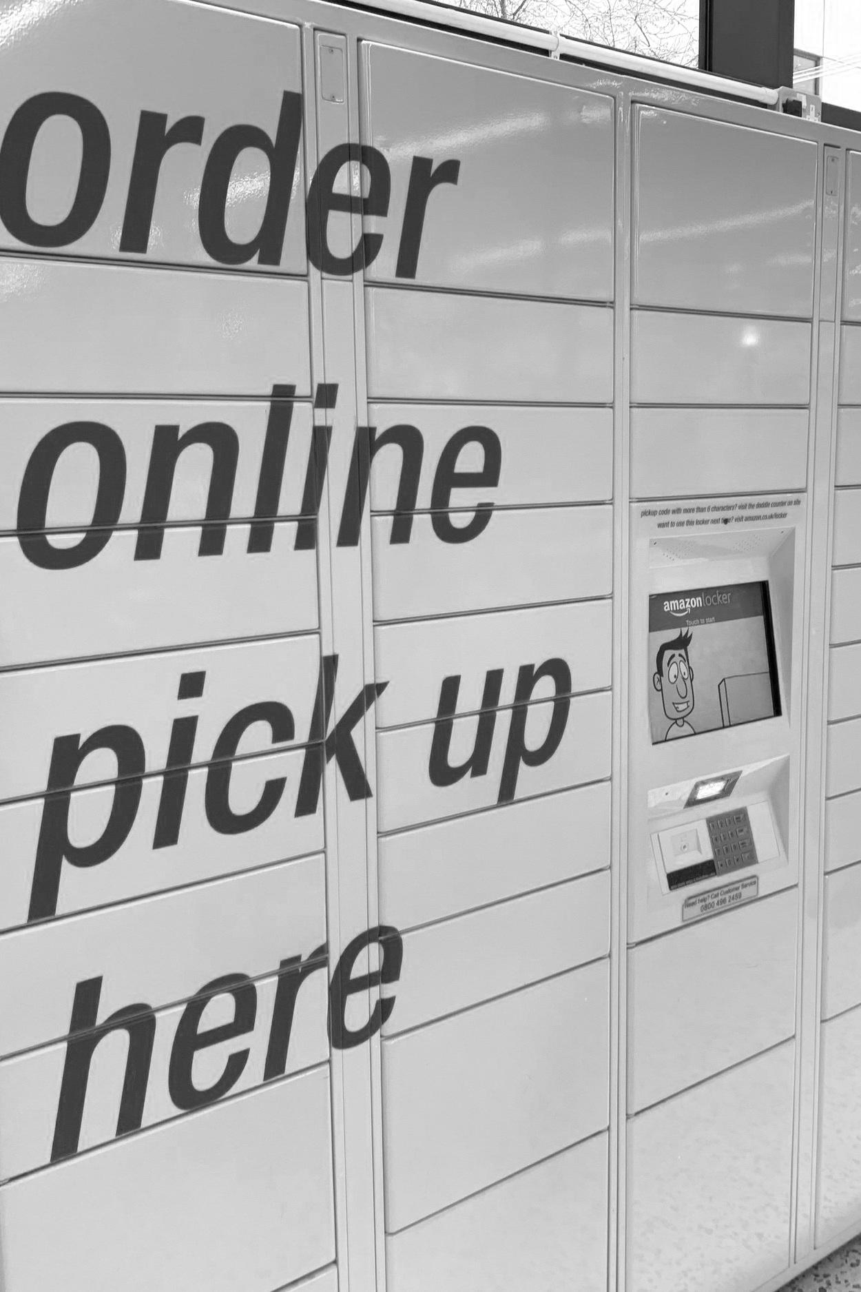 """O2O - Repko ontwikkelt effectieve strategieën die een sterk perspectief creëren. Zijn focus is omni channel, uitgaand van het feit dat klant-voorkeuren ineens kunnen veranderen en verschillen.Hij start met unieke klant-inzichten en bewezen merkmodellen. Zowel Nederlandse als internationale cases worden gebruikt om sales funnels en onderscheid te versterken. Innovatie zit in de kern van zijn benadering.In zijn achtergrond zitten zowel Europese winkelmerken als e-commerce proposities, hij combineert die met inzichten vanuit Harvard Business School en recente internationale retail safari's.Hij is een groot bewonderaar van China's """"new retail"""" omdat het de ultieme verbeelding is van een nieuw revolutionair concept, waarmee de on en offline ervaring (O2O) volledig wordt geïntegreerd."""